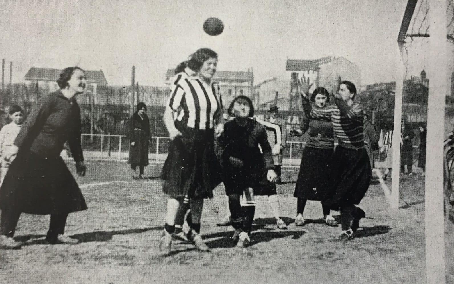 I primi passi del calcio femminile